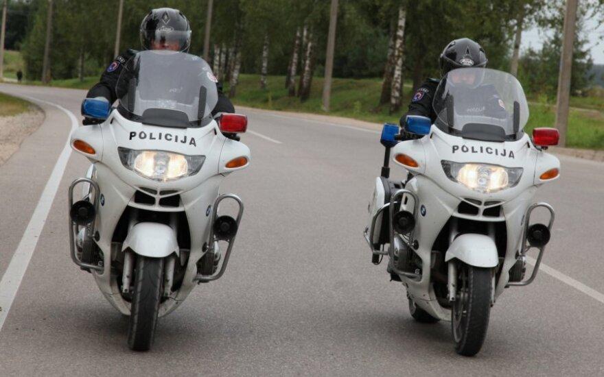 Policija jau tyko motociklininkų