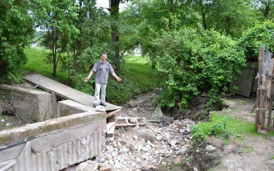 P.Stoškus demonstruoja potvynio padarinius