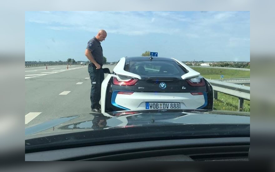Direktorius su BMW pajūryje leistiną greitį viršijo dvigubai – 180 km/val.