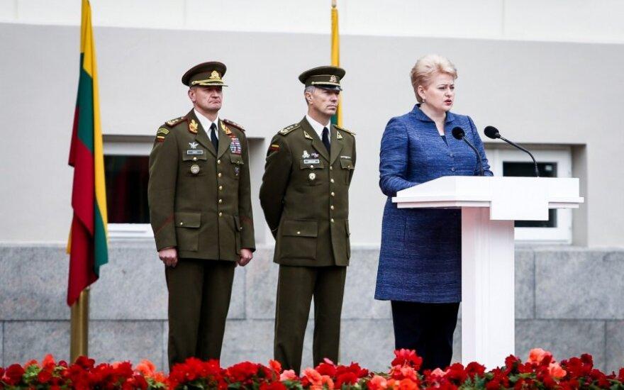 Karo akademijos absolventams bus suteiktas pirmasis karininko laipsnis