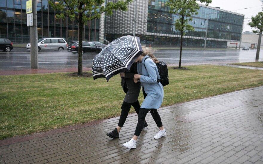 Orai: nepasislėpsite nuo nuožmaus vėjo ir kritulių