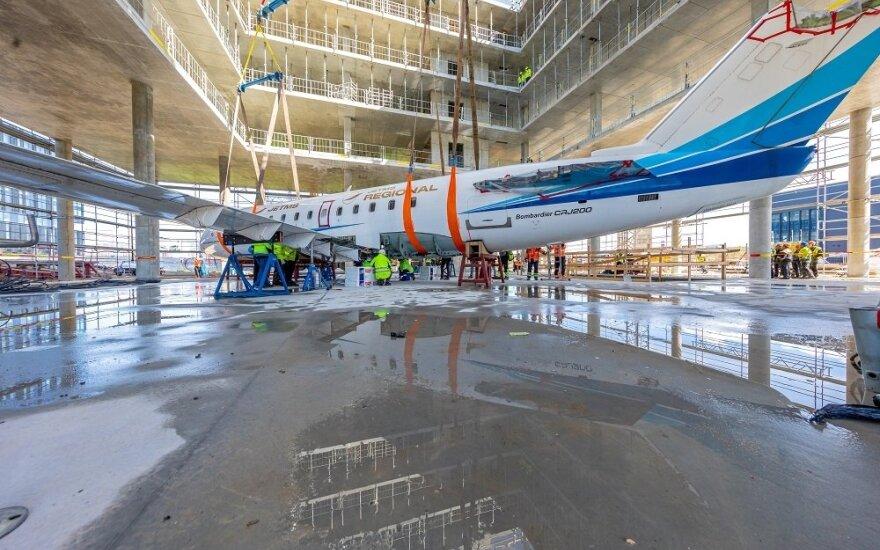 Lėktuvas biurų komplekse