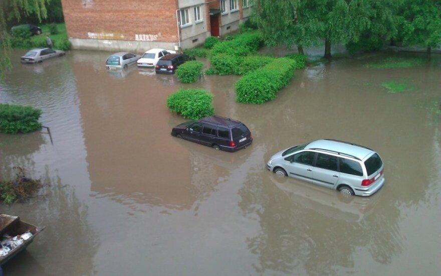 Automobilį pasiekti problema...