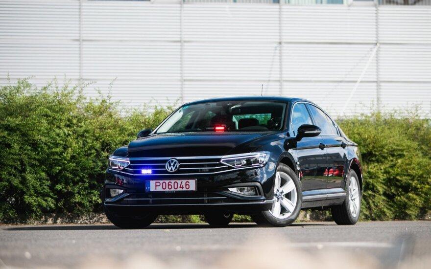 """Į Lietuvos kelius išvažiuos naujas pažeidėjų siaubas – nežymėtas """"Volkswagen Passat"""""""