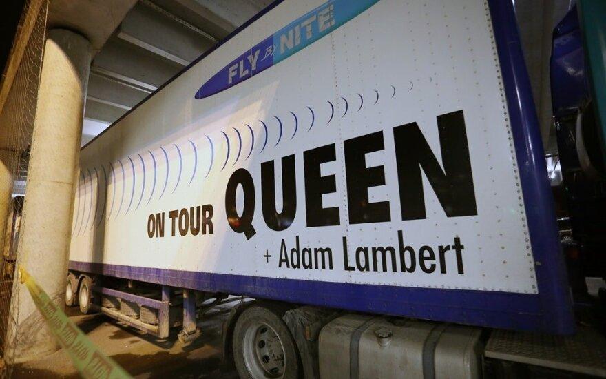 """""""Queen"""" šturmuoja Lietuvą: 19-os sunkvežimių atgabenta koncerto technika jau Kaune"""