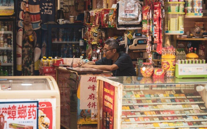 Kinija ragina JAV atsisakyti muitų ir sankcijų