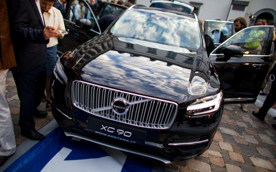 """""""Volvo XC90"""" tapo auksinius kiaušinius dedančia višta"""