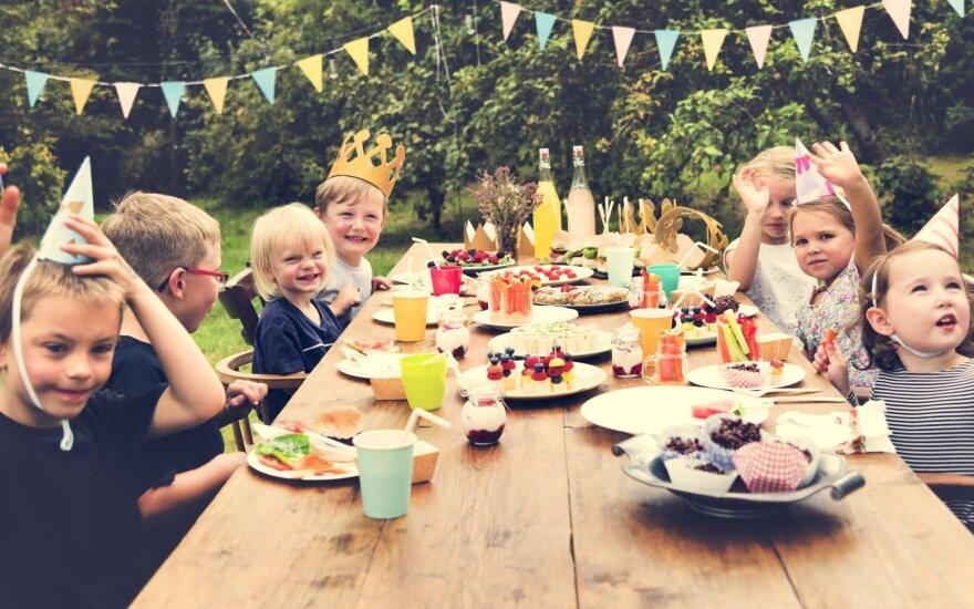 Vaikų šventės – stresas tėvų piniginei: kaip pasirūpinti nepamirštama diena per daug neišlaidaujant