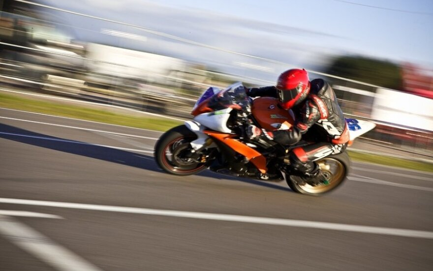Motociklininkai treniravosi saugiai važinėti rudenį