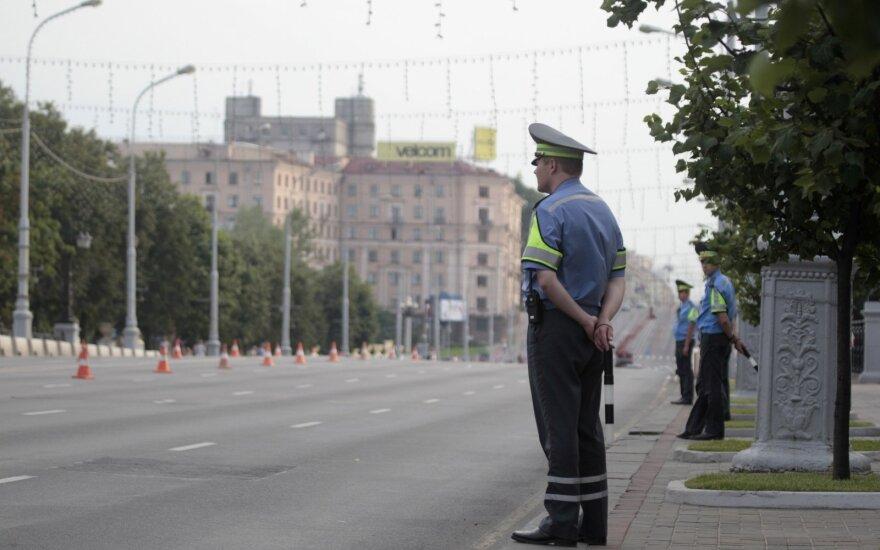 ES: Baltarusija turi paleisti sulaikytus žurnalistus