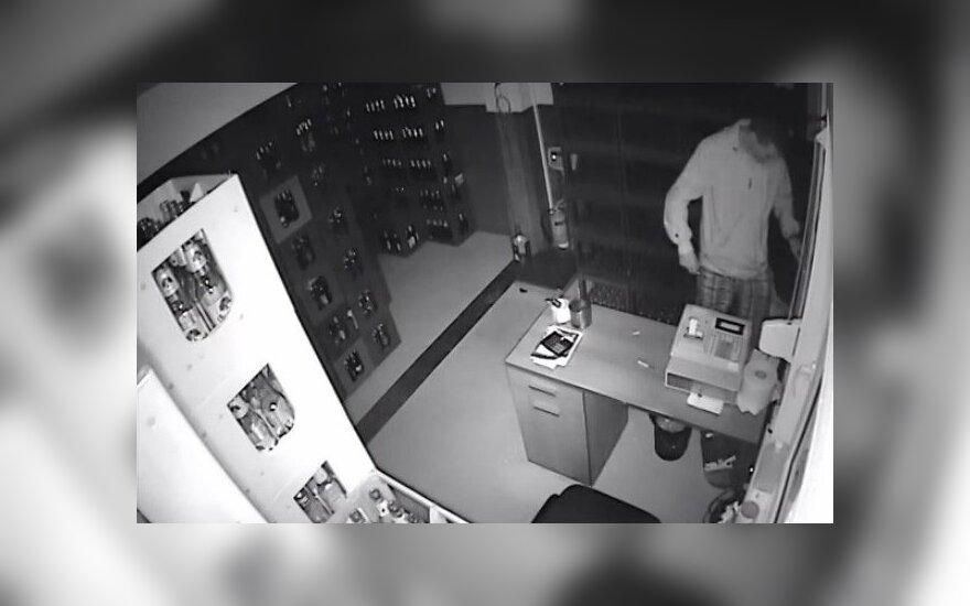 Vaizdo kameros užfiksavo, kaip darbuojasi vagišius