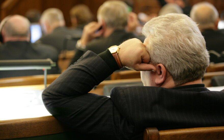 Latvijos seimas pritarė konstitucijos pataisoms, numatančioms atvirus prezidento rinkimus