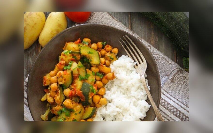 Vegetariškas pirmadienis: bulvių, cukinijos ir avinžirnių karis