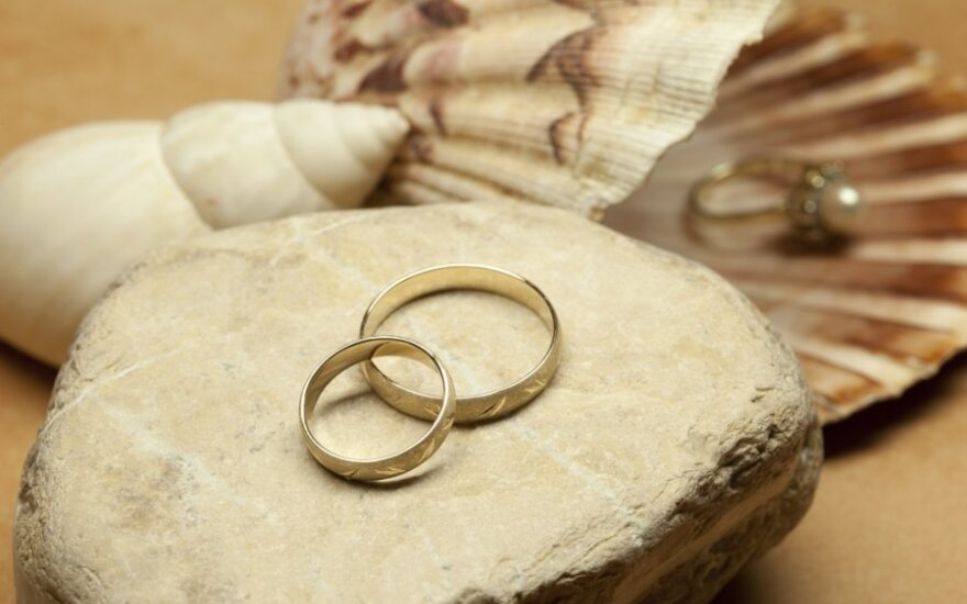 Suklastotu bažnytinės santuokos liudijimu pasinaudojusi prokurorė išteisinta dėl dokumento klastojimo