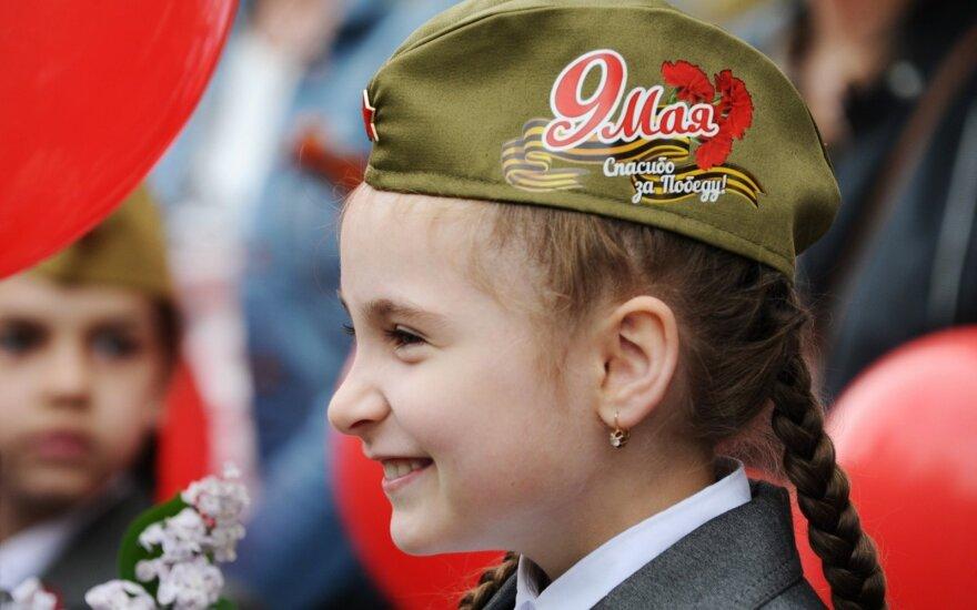 """Bedė pirštu į pergalės parodiją: eilėraščiai apie Baltijos šalių gyventojų """"primušimą"""" – tik pradžia"""