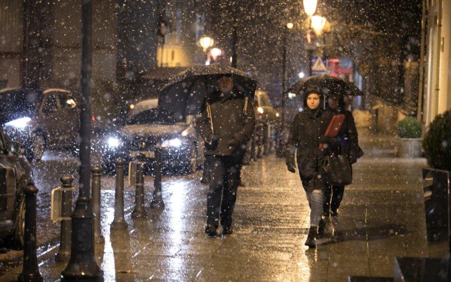 Žiema primins apie save: laukia sniegas ir plikledis