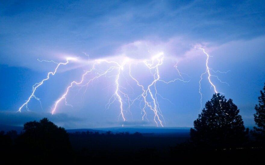Ar metalo profilio stogas gali pritraukti žaibą?