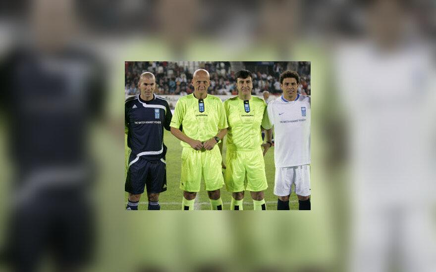 Zinedine'as Zidane'as, Pierluigi Colina ir Salvadoras Chirino bei Ronaldo