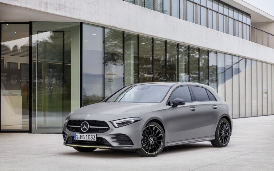 """""""Mercedes-Benz"""" pristatė naująjį A klasės modelį"""