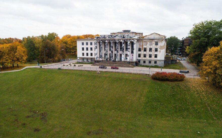 Vilniuje pradedami griauti Profsąjungų rūmai