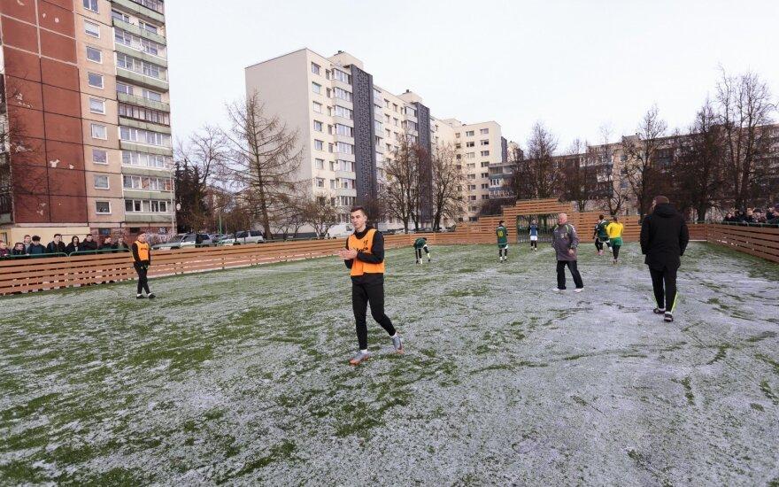 Vilniuje atidaryta mažojo futbolo aikštelė. (Gedimino Bartuškos (ELTA) nuotr.)
