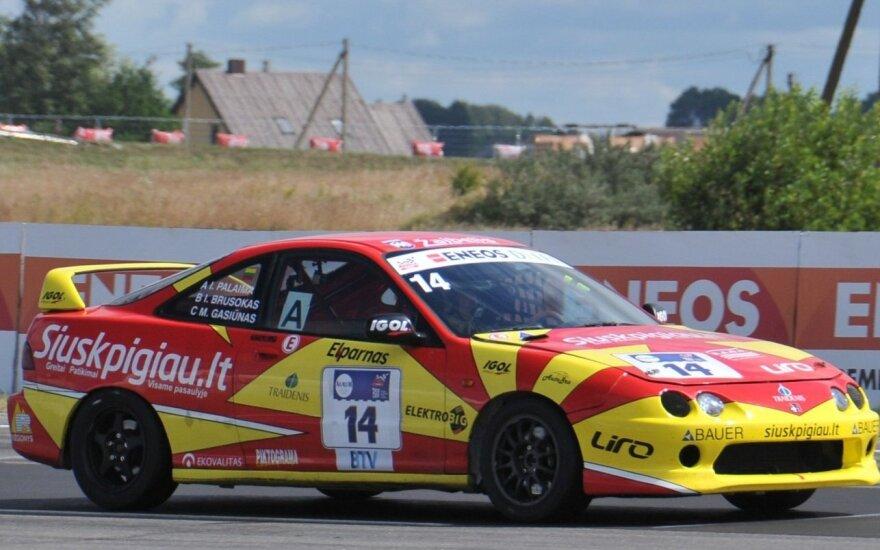 """""""Medinio ratlankio"""" komandos """"Honda Integra Type R"""""""