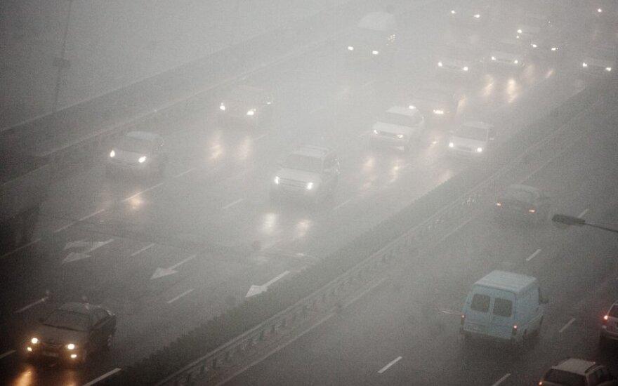 Naktį eismo sąlygas sunkins lijundra, plikledis ir rūkas