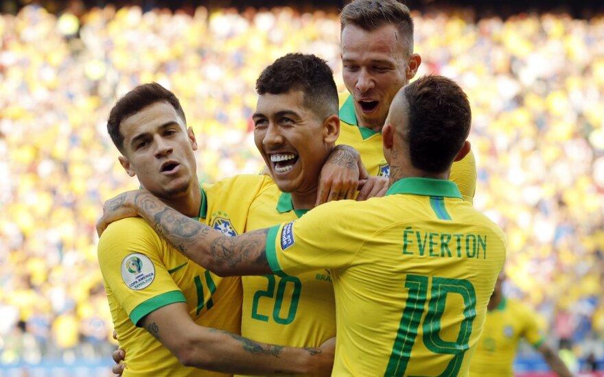 Brazilijos rinktinė, Roberto Firmino džiaugiasi įvarčiu