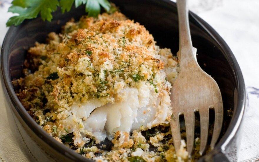 Žuvis su grietinės, daržovių ir parmezano padažu