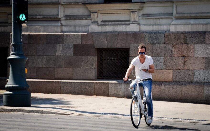Svarbus priminimas minantiems dviračius: esate tarp pažeidžiamiausių