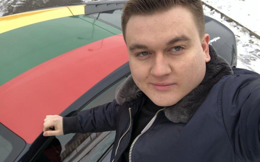 """Milijonieriaus staigmena Šimtmečio proga: keleivius nemokamai vežė """"Lamborghini"""""""