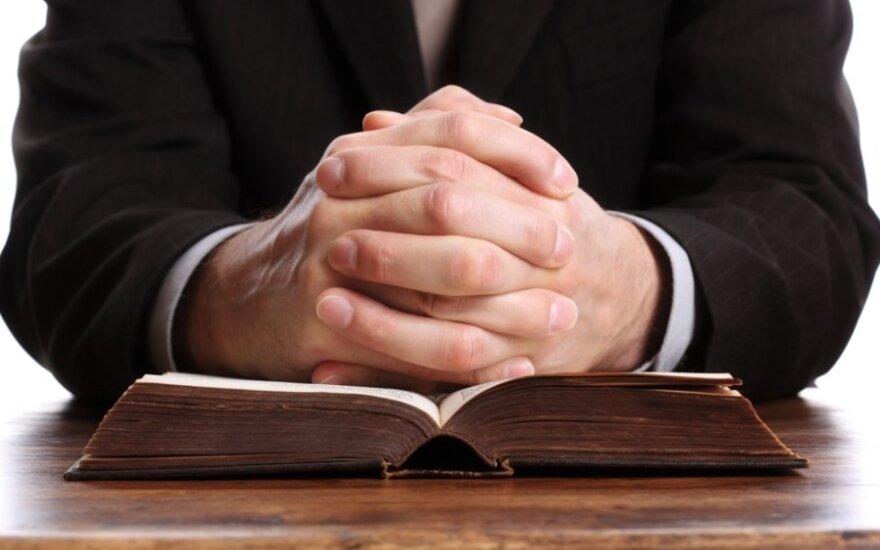 Per Vėlines – netikėta jauno kunigo mirtis