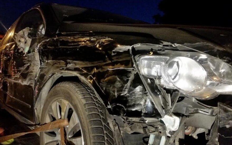 Girtas vairuotojas sukėlė avariją: sudaužyti keturi automobiliai