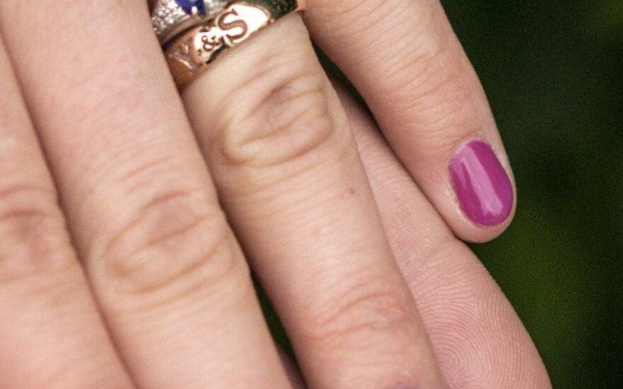 Du žiedus pametusi moteris prašo atsiliepti juos radusiojo