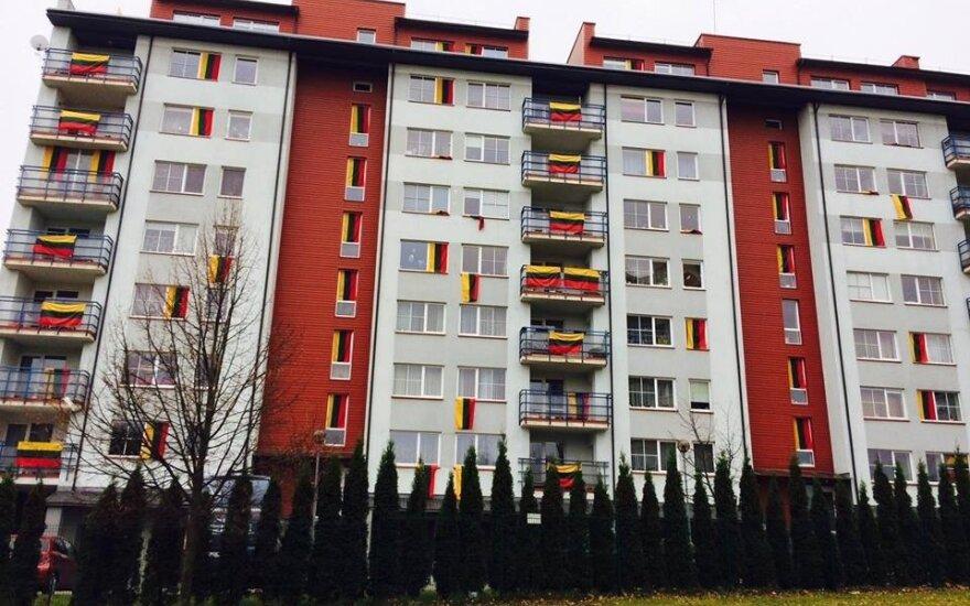 Vilniaus Fabijoniškėse patriotiškumo aktas – išskirtinai papuošė daugiabutį