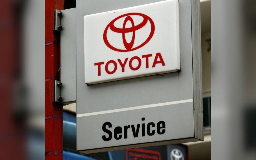"""""""Toyota"""" Lietuvoje atšauks 2750 automobilių"""