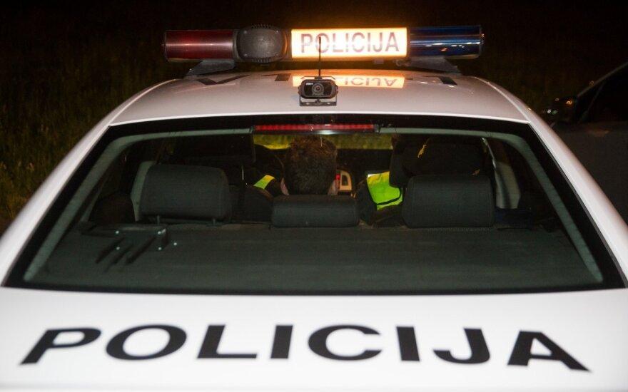 """Sulaikytas policininkas Jonavoje: už tarpininkavimą """"nepastebėti trūkumų"""" gresia baudžiamoji atsakomybė"""
