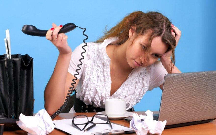 """Siūlo darbo sąlygas išsiaiškinti iš anksto: """"lankstus darbo grafikas"""" gali reikšti viršvalandžius"""
