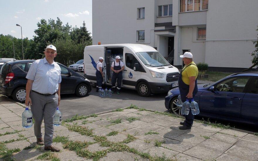 Stichija Kaune pasiekė piką: vandens stygius didėja, gyventojams pradėtas dalinti geriamas vanduo