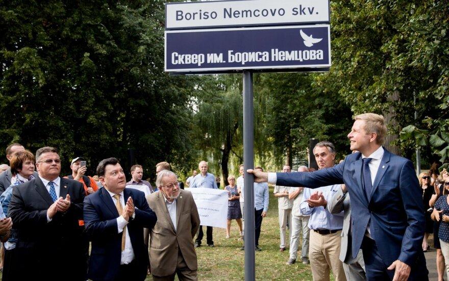 Nepaisant Rusijos nepasitenkinimo Vilniuje atidarytas Boriso Nemcovo skveras
