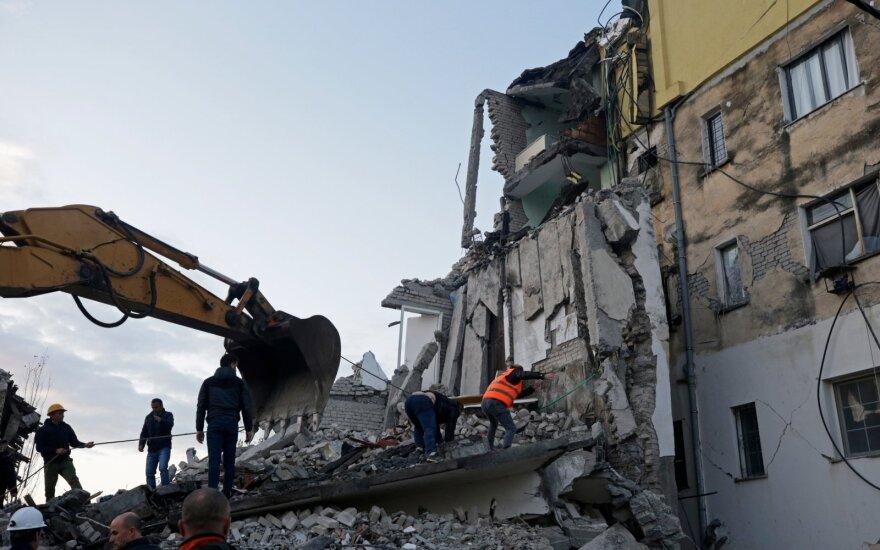 Albanijoje žemės drebėjimo aukų padaugėjo iki 40