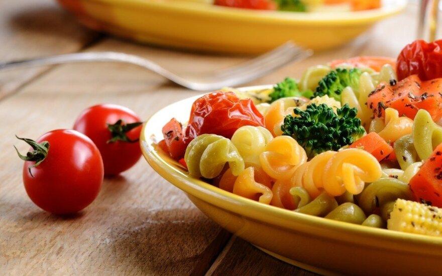 Dietologė: pavasarį reikia keisti mitybą