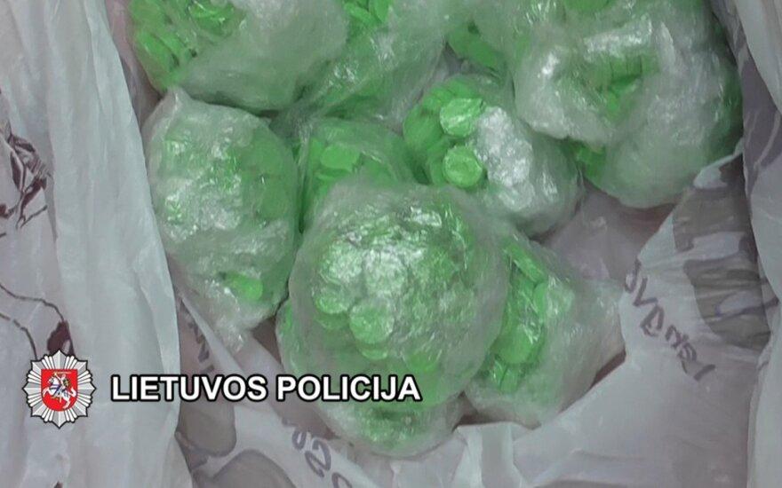 Kriminalistai aptiko klaipėdiečio slėptuvę, o joje – daugybę psichotropinių tablečių