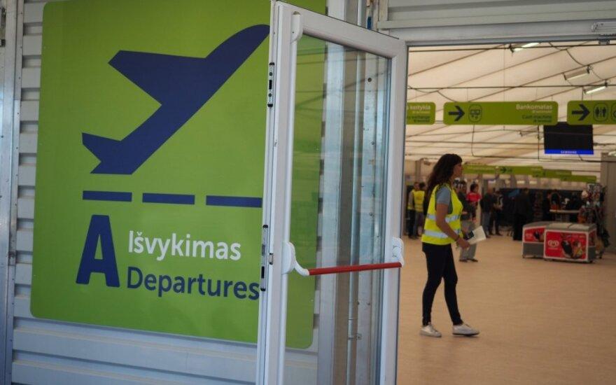 Rinkdamiesi skrydį lietuviai taupūs, bet pigių skrydžių bendroves renkasi nenoriai