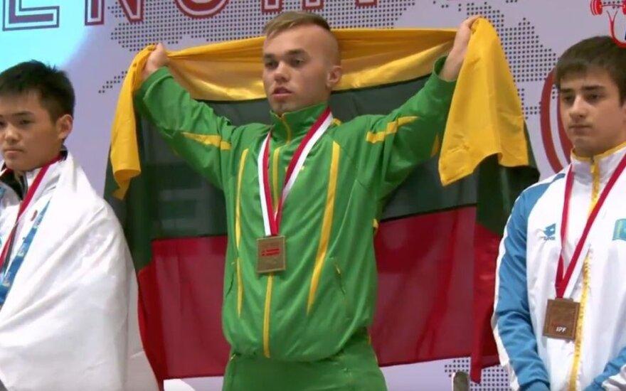 Vos 133 cm ūgio E. Valčiukas pagerino pasaulio rekordą ir išplėšė aukso medalį