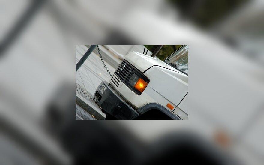 Trakų r. per autobusiuko ir sunkvežimio susidūrimą sužeisti 8 žmonės