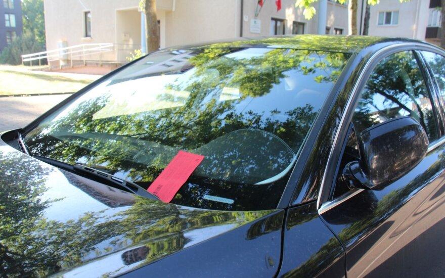 Automobiliu į kurortą atvykęs turistas: mokėti sąžiningai už aikšteles čia neapsimoka