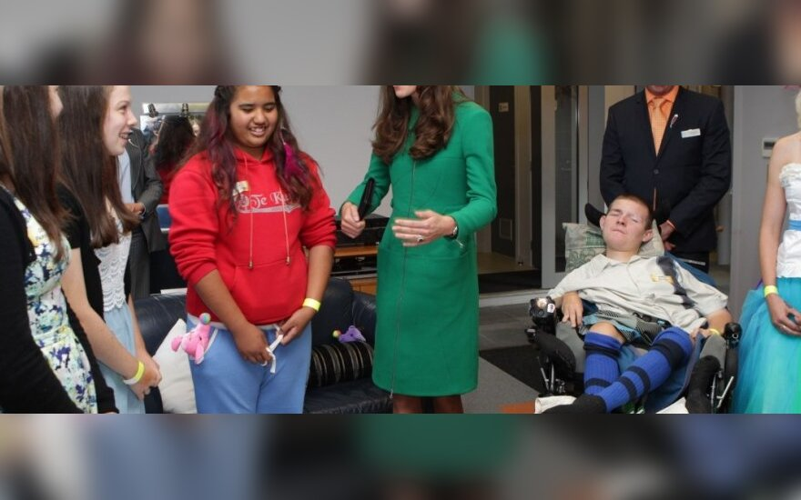 Kembridžo kunigaikštienė Kate aplankė Naujosios Zelandijos vaikų slaugos ligoninę