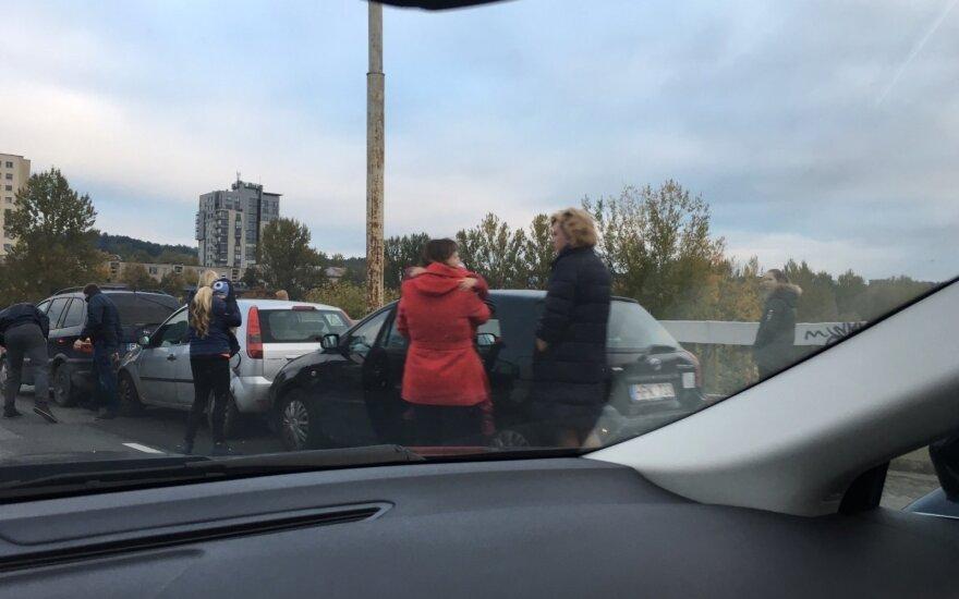 Ant Šilo tilto susidūrė trys automtobiliai