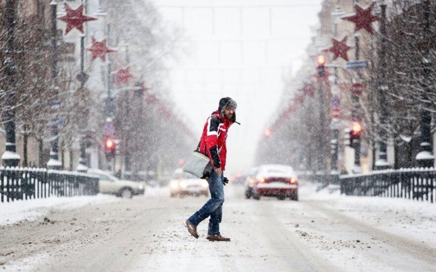 Orai: šeštadienį snigti liausis, šals